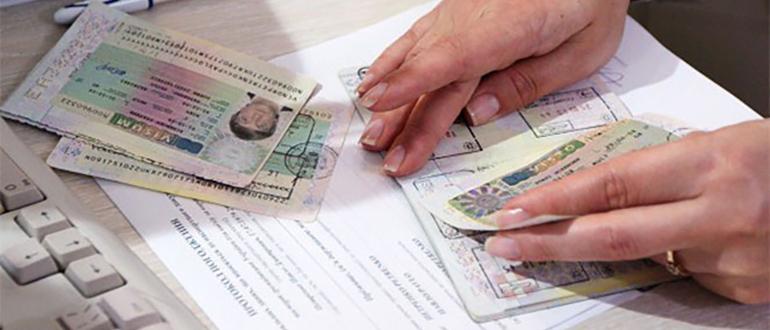 при замене загранпаспорта сохраняются визы